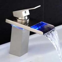 Cascata e rubinetto a LED