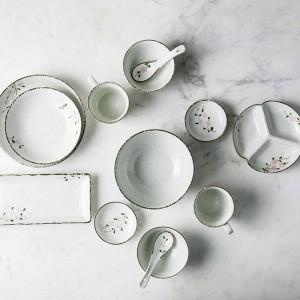 Set di stoviglie in ceramica da 2 persone / 6 persone Set da tavola in porcellana con ciotole in ceramica a forma di fiore giapponese a forma di fiore lungo