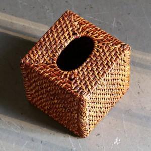 Scatola di fazzoletti fatti a mano in rattan di design americano Vassoi quadrati intessuti Scatola di tovaglioli da scrivania senza fondo Marrone 15x15Cm