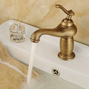 Rubinetto con finitura bronzo antico Rubinetto per lavabo in rame in stile europeo con miscelatore per acqua miscelatore doppio uso freddo e caldo