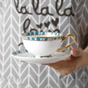 Tazza da caffè in osso Set di pietre preziose dipinte a mano bordo dorato Set di tazze e piattini europei Tè inglese Set di tazze da tè pomeridiano