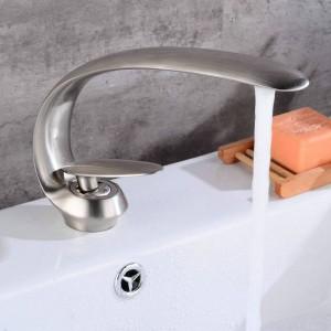 Cromo lucidato di recente arte rubinetto del bacino beccuccio in ottone rubinetti del bagno miscelatore freddo caldo rubinetto a cascata rubinetti gru 9127C
