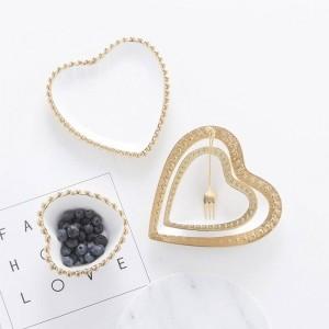 InsFashion piatto di gioielli in ceramica bianca pura elegante e lussuoso a forma di cuore e piatto da dessert per moda ragazza e vendita al dettaglio