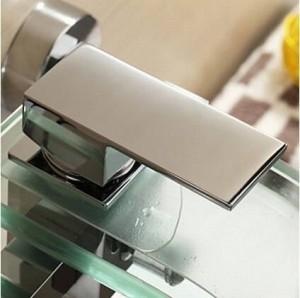 Rubinetto per vasca da bagno moderno Rubinetto per vasca Cascata in vetro Rubinetto per montaggio a parete