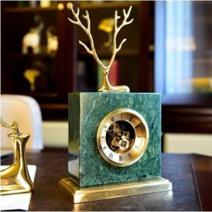 Orologio in marmo di cervo di rame europeo Americano retrò casa soggiorno studio ufficio mobile TV decorazione decorazione regalo