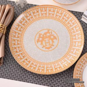 Set di stoviglie in ceramica in stile europeo moda osso Set di stoviglie in design rosso 4 pezzi Set da pranzo a righe regali per inaugurazione della casa