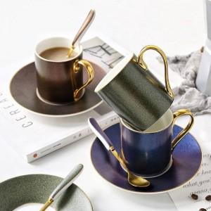 La tazza di caffè del modello del cielo stellato di stile europeo ha messo la tazza di tè di ceramica del cucchiaio della teiera di pomeriggio con i regali della famiglia