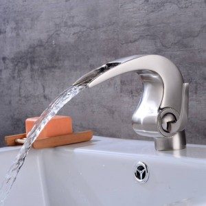 Bagno in nichel Rubinetto a cascata Crane Nicke Rubinetto per bagno Rubinetto Lavabo da bagno Miscelatore con acqua calda e fredda LAD-4