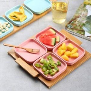 Vassoio moderno in legno con piatto da frutta in ceramica