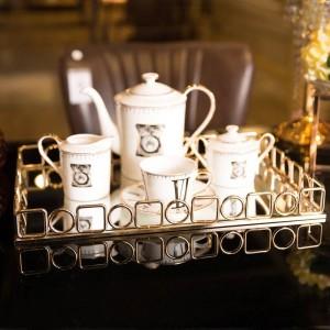Vassoio dorato Home Decorazione morbida Set da tè desktop Vassoio di stoccaggio Decorazione Vassoio rettangolare in metallo per hotel
