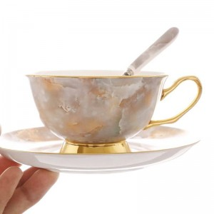 Set di tazze da caffè in osso d'oro di alta qualità Tazza da tè rossa britannica Tazza da caffè in ceramica europea piattino con confezione regalo per tè pomeridiano