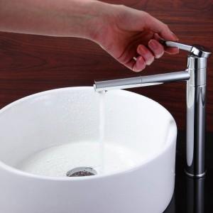 Conosciuto come vanità del bagno contro il rubinetto del rubinetto caldo e freddo che illumina il rame rotante