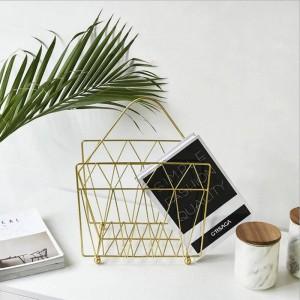 Scaffale per cestelli portaoggetti in metallo dorato con manico Vogue Modern Nordic Iron Desk Magazine Organizzatore per cestini per libri
