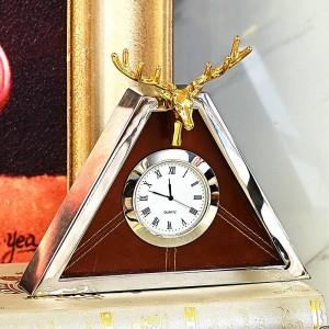 Orologio moderno di fascia alta soggiorno europeo triangolo in metallo creativo orologio da tavolo conchiglia cervo orologio pendolo tavolo nuovi prodotti