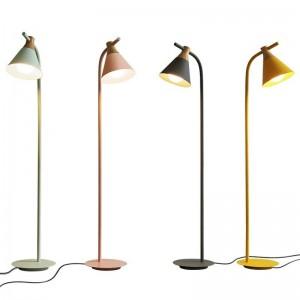 Nuove lampade da terra classiche decorazione soggiorno in metallo e legno colorato lampada corpo lampada paralume comodino camera da letto illuminazione a LED