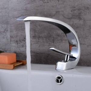 Newly Art Basin Faucet Beccuccio in ottone Rubinetti per bagno Rubinetto per miscelatore a freddo caldo Miscelatori a cascata Crane cromata 9126C