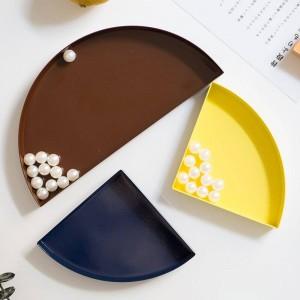 Vassoio portaoggetti nordico in metallo a semicerchio Organizzatore per la casa con portaoggetti scandinavo colorato per frutta e scrivania