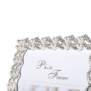 Cornice realizzata in diamante sintetico placcato argento e perla e vetro per display da tavolo