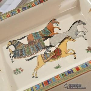 Posacenere in porcellana di osso dio cavallo disegno di contorno in oro forma rettangolare posacenere decorazione della casa forniture regali aziendali