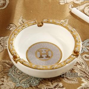 Posacenere in porcellana avorio in porcellana dio cavalli design contorno in oro forma rotonda posacenere piccolo posacenere per regalo inaugurazione della casa