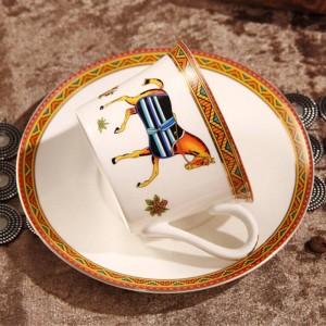 Tazza da caffè in porcellana e piattino tazza da caffè in osso i cavalli del dio disegnano contorni in tazza da tè dorata e tazza da piattino e piattino