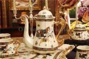 Set da caffè in porcellana con disegno di cavalli di dio in porcellana avorio contorni in oro 8 pezzi set di tazze da caffè brocca di caffè teiera