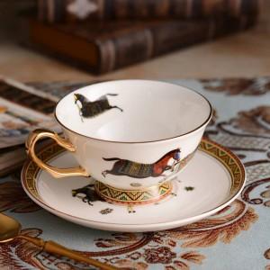 Tazza da tè in porcellana e piattino cavalli di osso ultrasottili disegno del cavallo in tazza da caffè in oro e piattino set confezione regalo