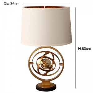 Post Lampada da tavolo in cristallo creativa moderna personalità semplice foyer camera da letto nord stilista camera modello lampada da lettura a LED in ferro color oro