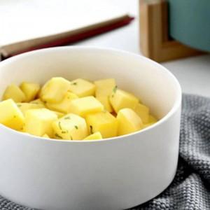Ciotola da portata per insalata rotonda in ceramica bianca per zuppe di pasta di frutta insalata. Bacchette per ciotola in ceramica, ciotola in ceramica con coperchio e manico